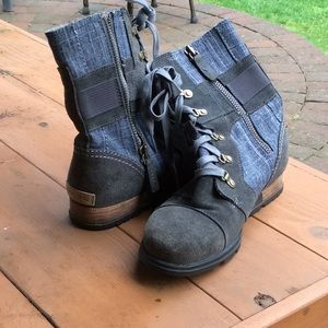 Sorel boots denim gray side zippers
